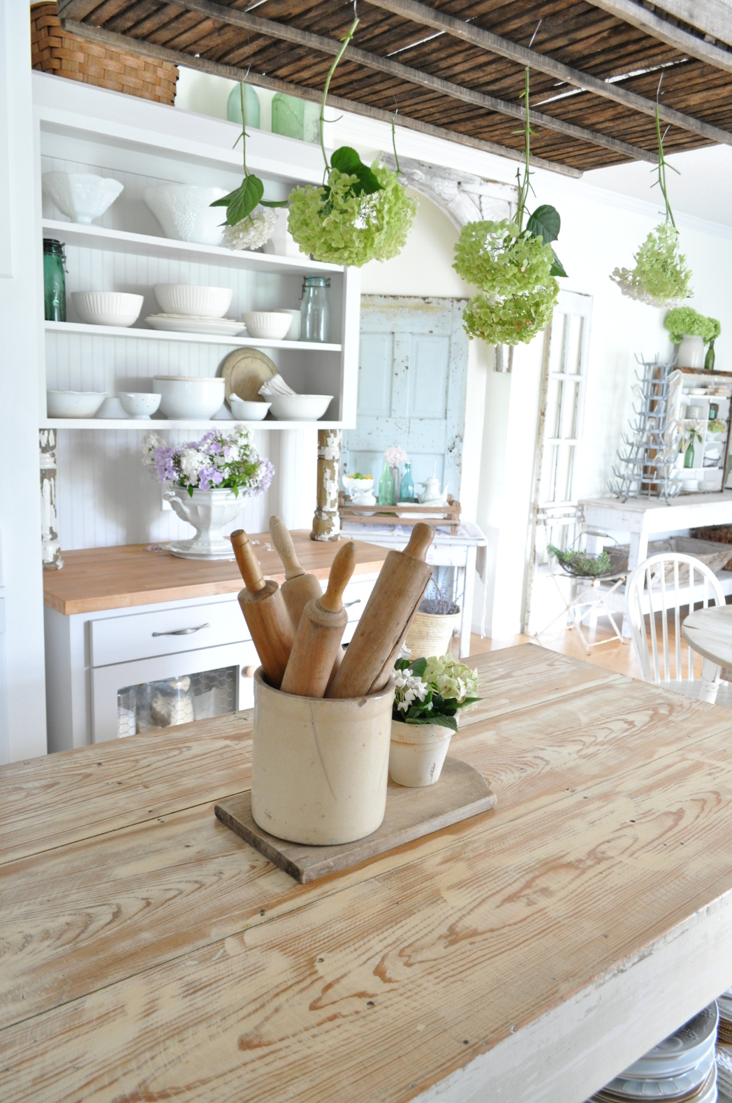 summer home tour- the kitchen - becky's farmhouse